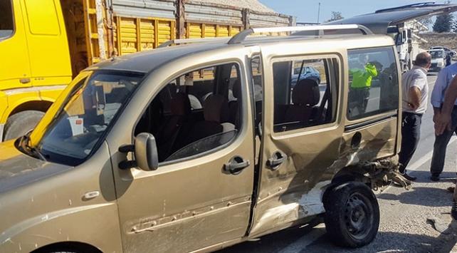 Kütahyada zincirleme trafik kazası: 5 yaralı