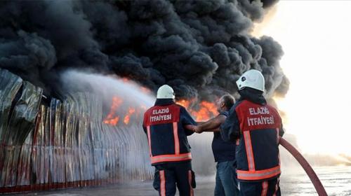 Elazığ'da plastik fabrikasında yangın