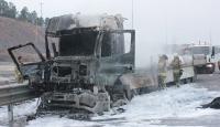Kuzey Marmara Otoyolu'nda yanan tır küle döndü