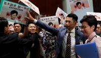 Hong Kong Parlamentosunda Carrie Lam'e protesto