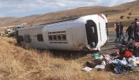 Afyonkarahisar'da tur otobüsü devrildi: 1 ölü, 30 yaralı