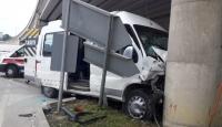Sinop'ta öğrenci servisi ile otomobil çarpıştı: 13 yaralı