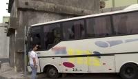İstanbul'da servis aracı duvara çarptı: 8 yaralı