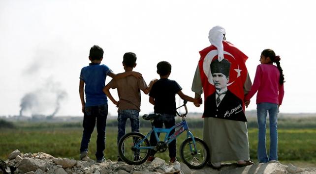 Mustafa Kemal dede sınırda torunlarına vatan sevgisini anlatıyor