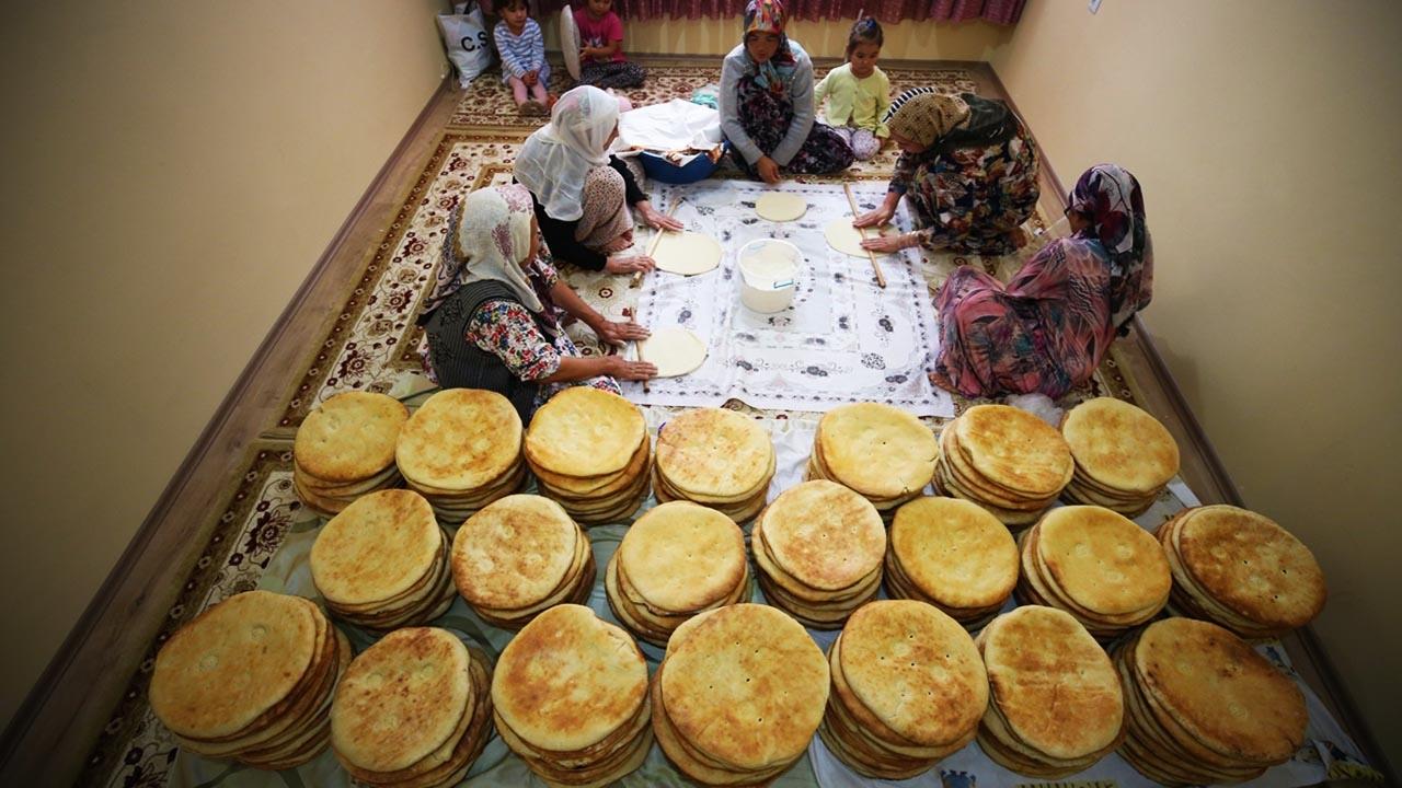 Asker veremiyoruz diye Mehmetçiğe ekmek yaptılar