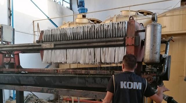 İzmirde bir iş yerinde 109 ton kaçak akaryakıt ele geçirildi