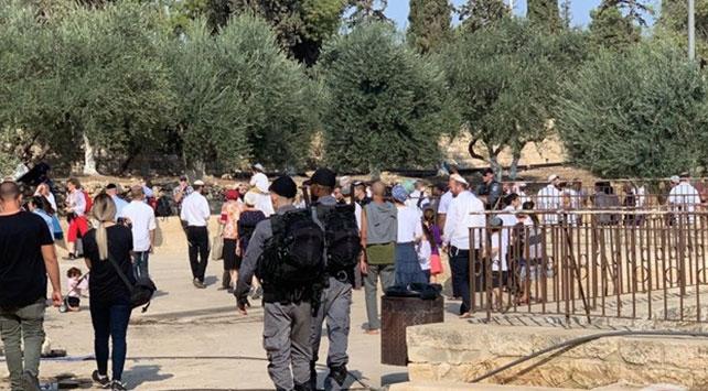 Bini aşkın fanatik Yahudi Mescid-i Aksa'ya baskın düzenledi