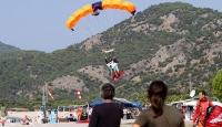 Fransız sporcu Türk bayrağıyla atlayış yaptı