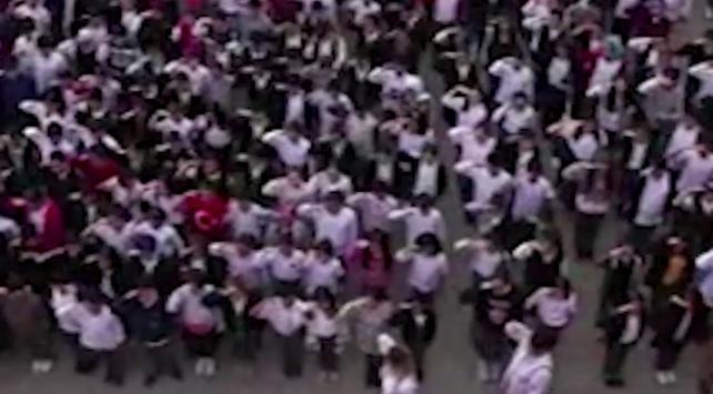 Bin 380 öğrenciden Mehmetçiğe asker selamı