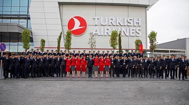 THYnin pilot ve kabin memurlarından Mehmetçiğe asker selamı