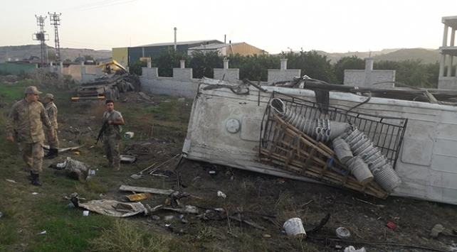 Hatayda işçileri taşıyan minibüsle tır çarpıştı: 1 ölü, 26 yaralı