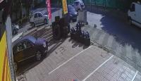 3 kişinin yaralandığı kaza anı güvenlik kameralarına yansıdı
