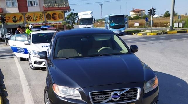 Alkollü ve ehliyetsiz sürücü vali yardımcısının aracına çarptı