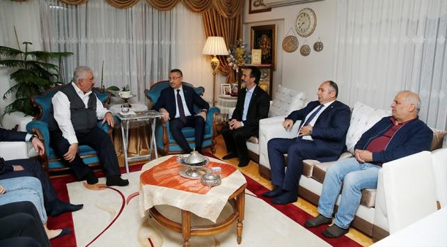 Cumhurbaşkanı Yardımcısı Oktaydan MHPli Yalçına taziye ziyareti