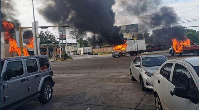 Meksika sokakları savaş alanına döndü
