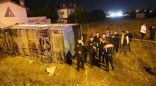 Sivas'ta halk otobüsü ile otomobil çarpıştı: 1 ölü, 1 yaralı