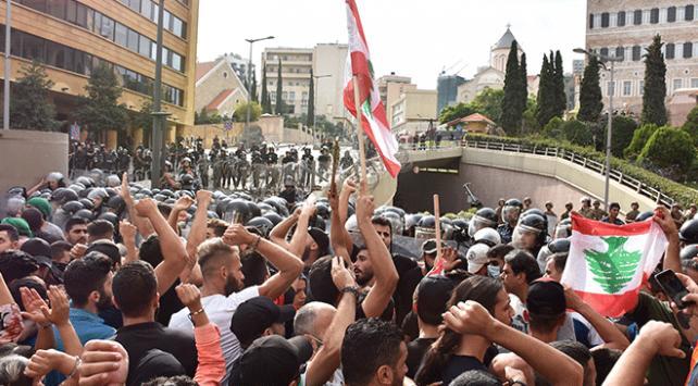 Lübnan'da WhatsApp vergisi bardağı taşıran son damla oldu