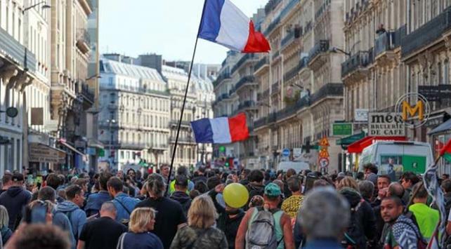 Fransada sarı yeleklilerin gösterileri 49. haftasında