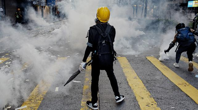 Hong Kongdaki protestolar şiddet olaylarına sahne oldu