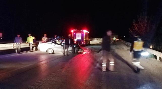 Bursada otomobil tıra çarptı: 1 ölü, 4 yaralı