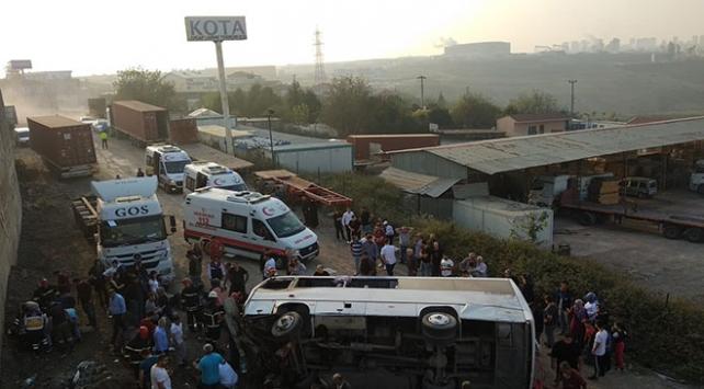 Kocaelide işçi servisi devrildi: 8 yaralı