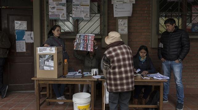 Bolivyada devlet başkanının ikinci turda seçilmesi bekleniyor