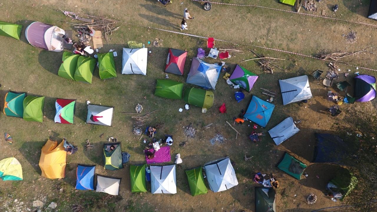 Sel bölgesine destek için kamp düzenlediler