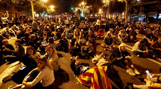 Katalonya'da birinci haftasını dolduran gösterilerde bilanço ağır