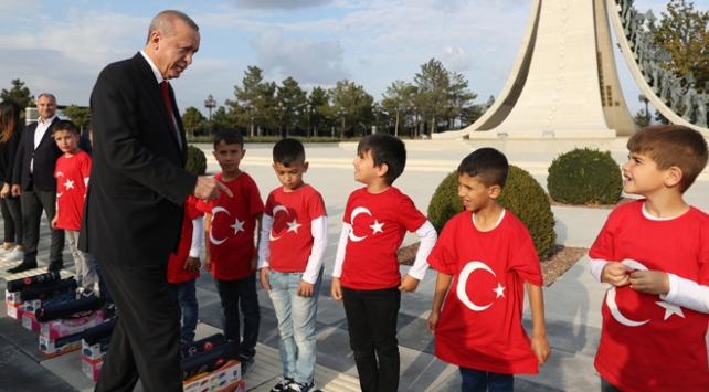 Öğrencilerden Cumhurbaşkanı Erdoğan'a asker selamı