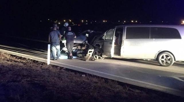 Konyada otomobil ile minibüs çarpıştı: 2 ölü, 11 yaralı