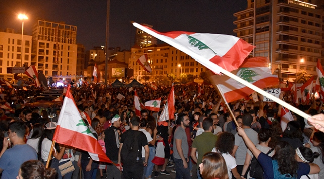 Lübnanda vergi protestoları sürüyor