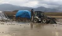 Erzincan'da kuvvetli sağanak dereleri taşırdı