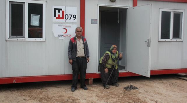 Yangında evini kaybeden aileye Kızılay'dan yardım