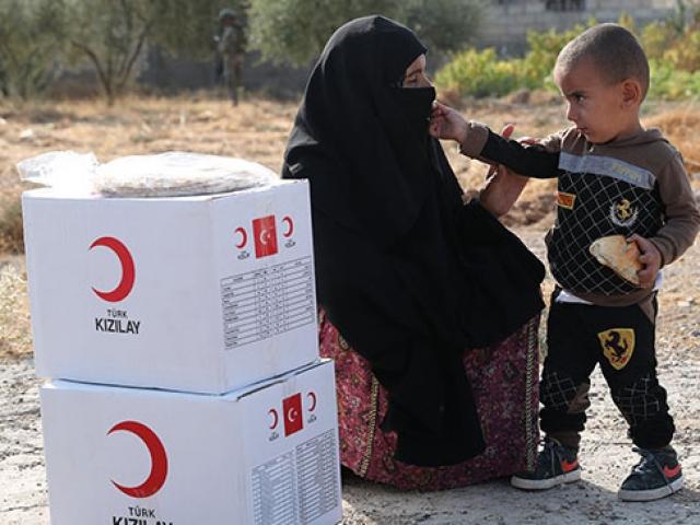 Kızılay Tel Abyad'a yardımlarını sürdürüyor