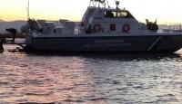 Yunan sahil güvenliği göçmenleri taşıyan bota çarptı
