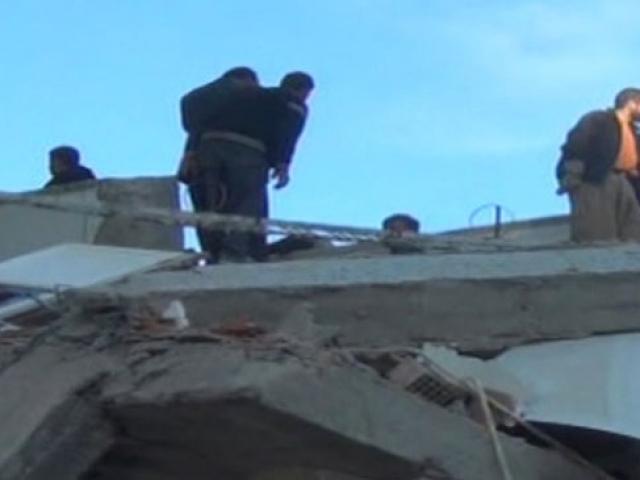 Van Depremi'nden sonra yeni hayatlarına tutundular