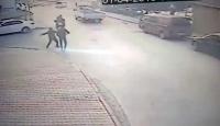 İstanbul'da önüne gelene bıçakla saldıran adamı polis yakaladı