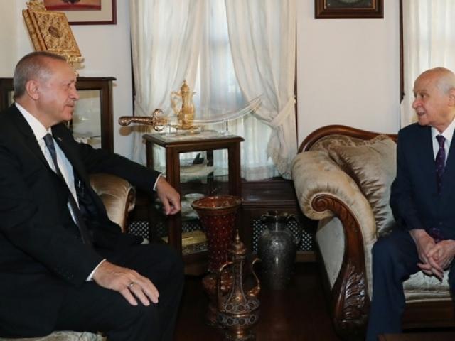 Cumhurbaşkanı Erdoğan'dan, Bahçeli'ye geçmiş olsun ziyareti