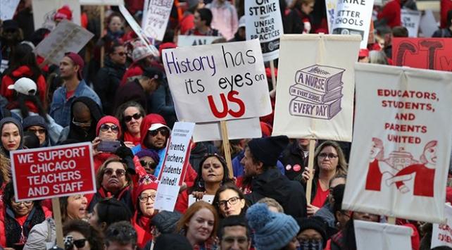 Chicagoda öğretmenlerin grevi binlerce öğrenciyi etkiledi
