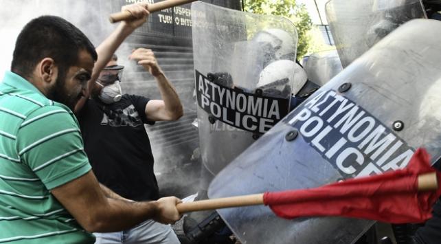 Yunanistanda öğrenciler polisle çatıştı