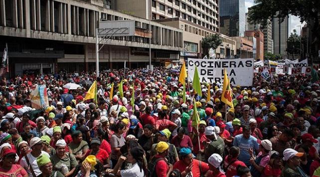 Venezuelada muhalifler ve hükümet yanlıları yine sokakta