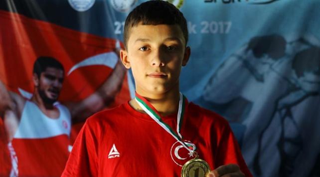 15 yaş altı Balkan şampiyonu milli güreşçi hedef büyüttü