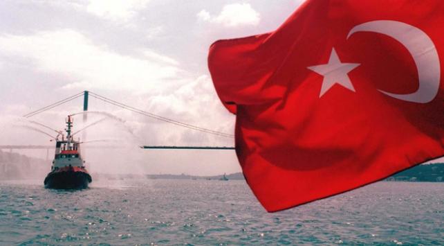 Boğazdan geçen gemilerde Türk bayrağı dalgalanacak