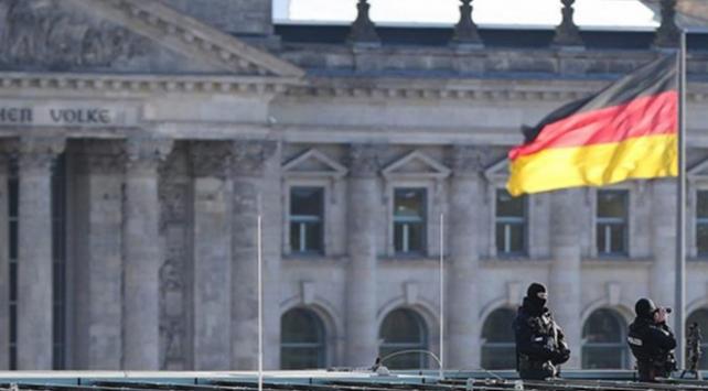 Almanyada terör örgütü yandaşları havalimanında Türklere saldırdı
