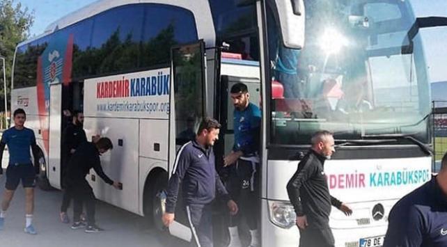 Rakibin takım otobüsü bozulunca kendi takım otobüsünü gönderdi