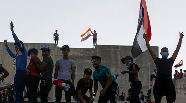 Bağdattaki gösterilere öğrenciler de katıldı