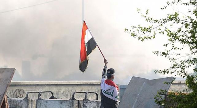 Gösterilerin sürdüğü Irakta 4 milletvekili istifa etti
