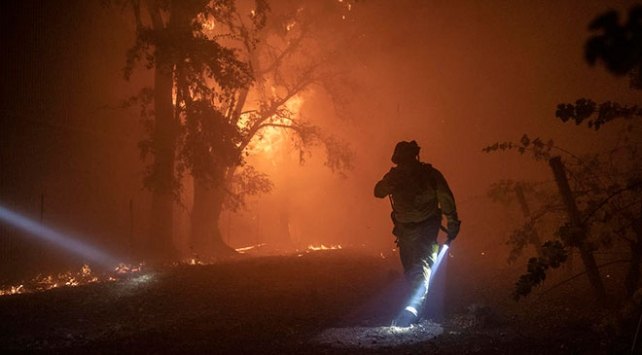 Californiada orman yangınları söndürülemiyor: 200 bin kişi tahliye edildi