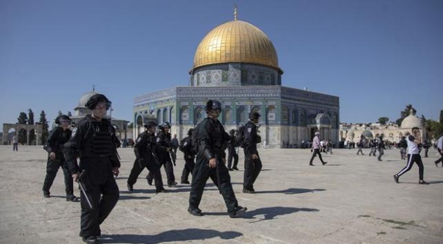 İsrail polisleri Mescid-i Aksanın korumasını gözaltına aldı