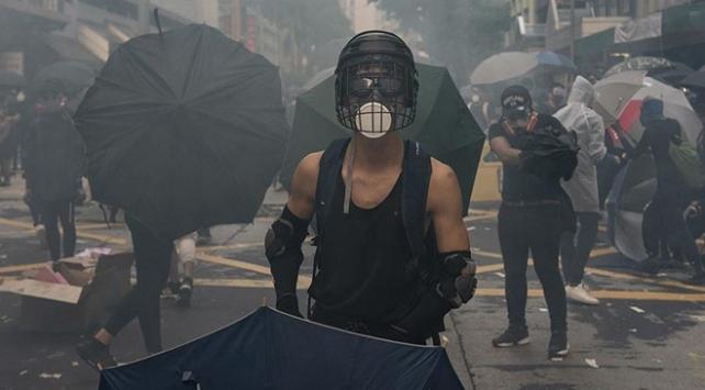 """Hong Kongun eski yöneticisinden """"gençler radikalleştiriliyor"""" açıklaması"""